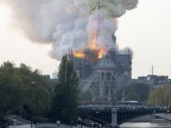 पेरिस के नोट्रे-डेम चर्च में लगी भीषण आग, दमकल विभाग की गाड़ियां आग बुझाने में जुटी