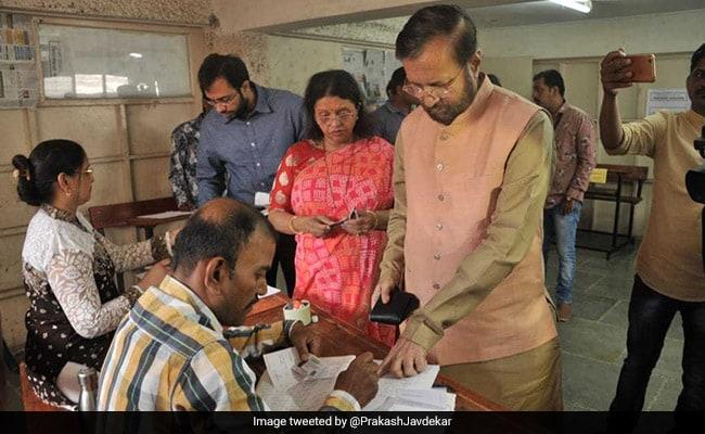 Lok Sabha Elections 2019: Prakash Javadekar, Anna Hazare Vote In Maharashtra
