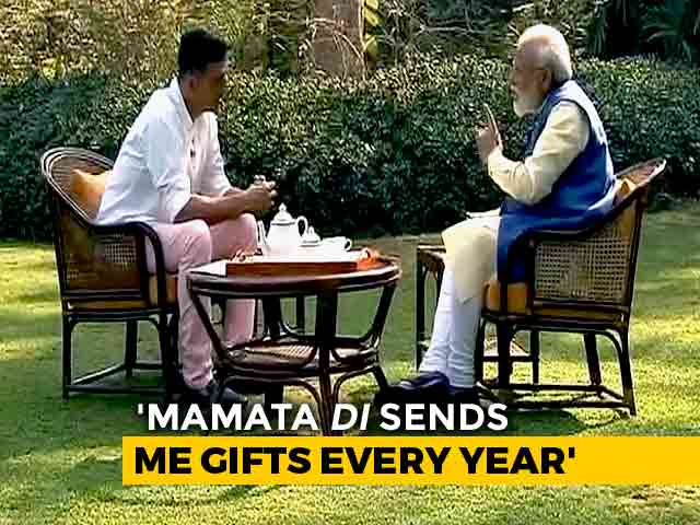 "Video : ""Mamata <i>Didi</i> Still Sends Kurtas, Sweets Every Year"": PM To Akshay Kumar"
