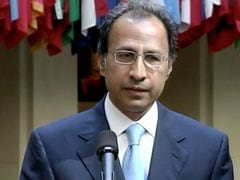 Pak PM Imran Khan Appoints New Finance Ministry Chief Amid Economic Crisis