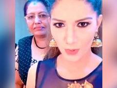 Sapna Choudhary ने मम्मी के साथ 'बेबी मरवा के मानेगी' सॉन्ग पर यूं दिखाई अदाएं, वायरल हुआ Video