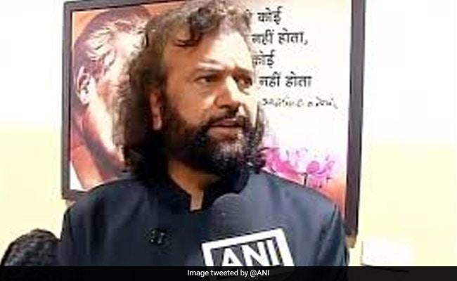 BJP MP asks Yogi Adityanat to catch
