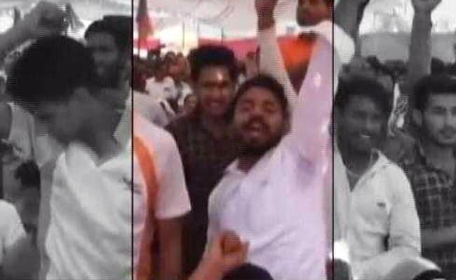 मुख्यमंत्री योगी आदित्यनाथ की रैली में दिखे अखलाक हत्याकांड के आरोपी, सबसे आगे खड़े होकर लगा रहे थे नारे