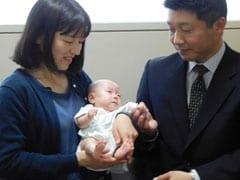 इस बच्चे का वजन है Apple के बराबर, मां का दूध पिलाने के लिए होता है रुई का इस्तेमाल