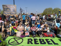 After 963 Arrests, London Climate Protesters Seek Talks With Government