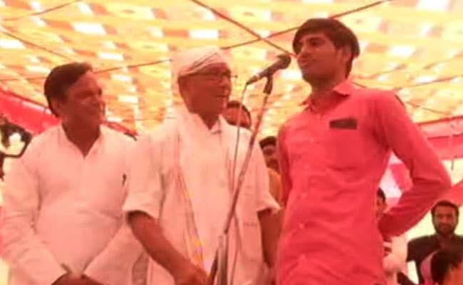 General Elections 2019: A Man Took Digvijaya Singh's '15 lakh Challenge' At Bhopal Rally. Watch