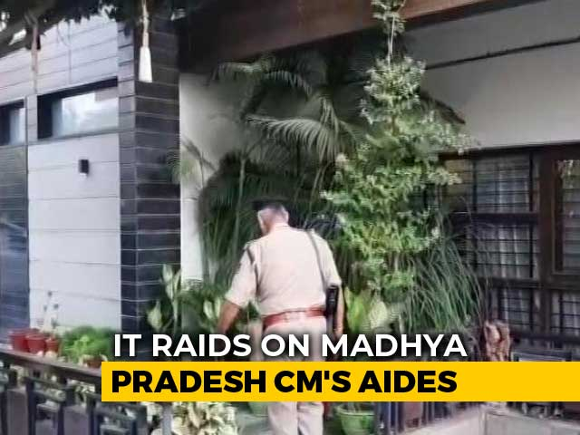 Video : Income Tax Officers Raid Homes Of Kamal Nath's Aides In Delhi And Indore