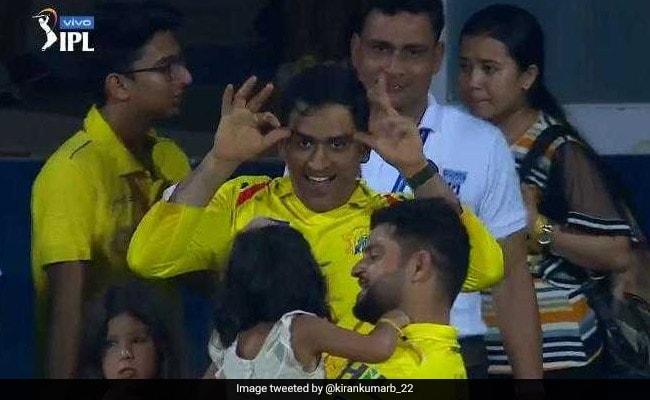 IPL 2019: एमएस धोनी ने चिढ़ाया रैना की बेटी को तो डरकर छिपने लगी, किया फिर ऐसा... देखें VIDEO
