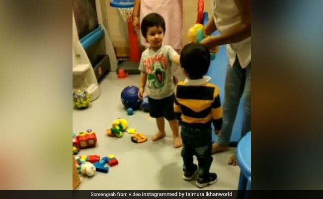 तैमूर अली खान से छीना खिलौना तो उलझकर बोले- मेरा डॉगी है...Video हुआ वायरल