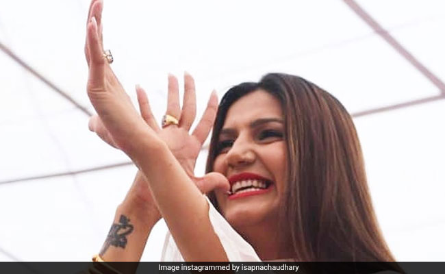 Sapna Choudhary ने 'जलेबी' सॉन्ग पर डांस से बरपाया कहर, वायरल हुआ धमाकेदार Video