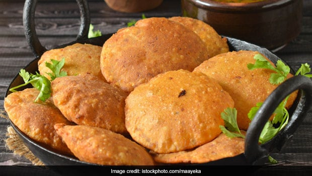 Watch: Make Urad Dal Puri (Bedmi Kachori) At Home For A Perfect Sunday Breakfast