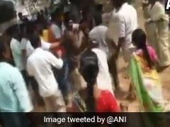 आंध्र प्रदेश में मतदान शुरू होते ही भिड़े टीडीपी और वाईएसआर कांग्रेस के समर्थक, देखें- VIDEO