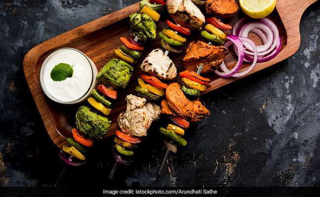 Indian Cooking Tips: How To Make Highway-Style Chicken Tikka At Home (Watch Recipe Video)