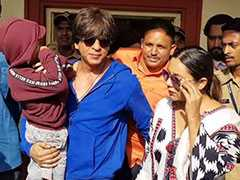 """Elections 2019-""""Voting Or Boating"""": Shah Rukh Khan Takes Son AbRam To Polling Booth"""