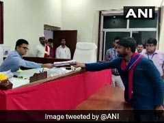 VIDEO: गिरिराज सिंह और तनवीर हसन के खिलाफ कन्हैया ने भरा पर्चा, रोड शो में देखें कैसा था नजारा