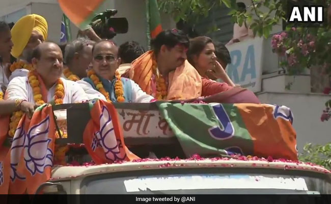 Sapna Chaudhary Joins BJP Roadshow, Says Manoj Tiwari A