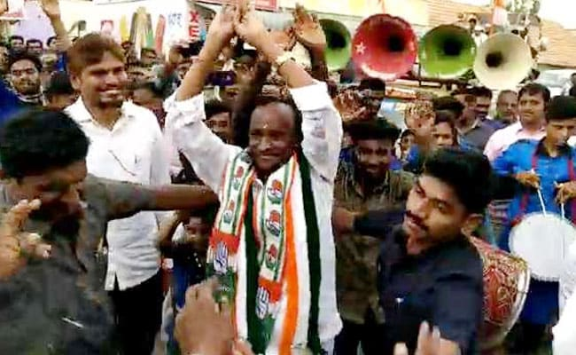 वोटरों को लुभाने के  लिए जब मंत्री जी ने 'नागिन डांस' करके दिखाया, देखें Video