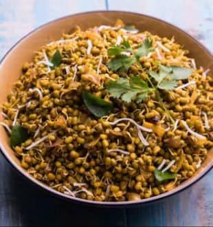 High-Protein Diet: वजन घटाने में आपकी मदद करेगा, प्रोटीन से भरपूर यह मूंग दाल सैलेड