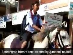 10वीं की आखिरी परीक्षा देने घोड़ी दौड़ाते हुए पहुंची छात्रा, आनंद महिंद्रा ने किया ऐसा Tweet, देखें VIDEO