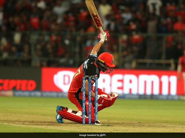 RCB vs KXIP: AB de Villiers clears stadium with one-handed shot, VIDEO
