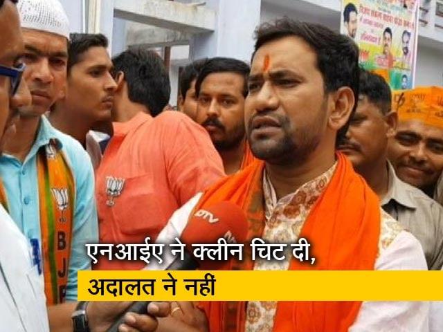 Videos : आजमगढ़ में अखिलेश VS निरहुआ
