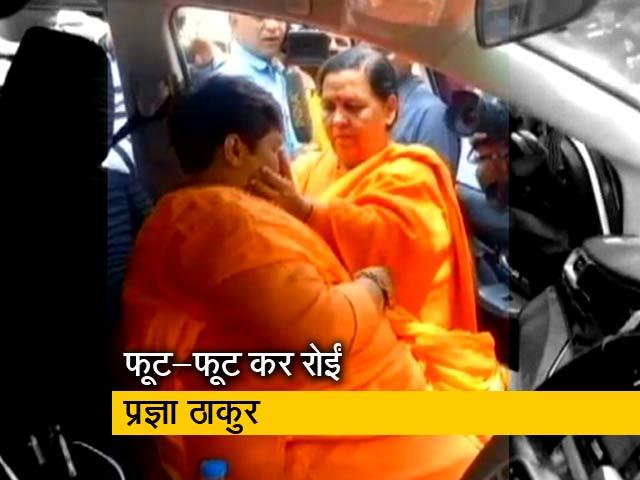 Videos : उमा भारती से मिलकर फूट फूट कर रोईं प्रज्ञा ठाकुर
