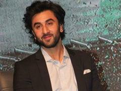 Viral: Ranbir Kapoor's Random '<I>Chappal Kahaan Se Liya</i>?' Conversation With Pap