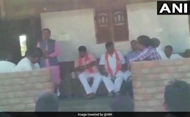 BJP विधायक बोले- मोदी साहब ने कैमरे लगवा रखे हैं, कांग्रेस को वोट दिया तो उन्हें पता लग जाएगा, फिर आपको काम नहीं मिलेगा