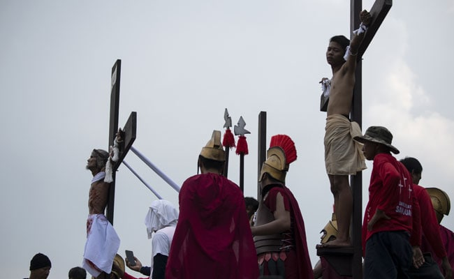 Flogging, Crucifixions Throughout Good Friday In Philippines