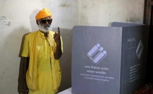 Mahant Bharatdas, the famous sole voter of Banej temple booth, in deep Gir forests of Gujarat passes away