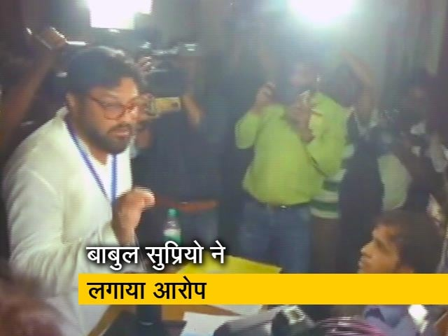 Videos : आसनसोल : बीजेपी उम्मीदवार बाबुल सुप्रियो ने लगाया बूथ कैप्चरिंग का आरोप