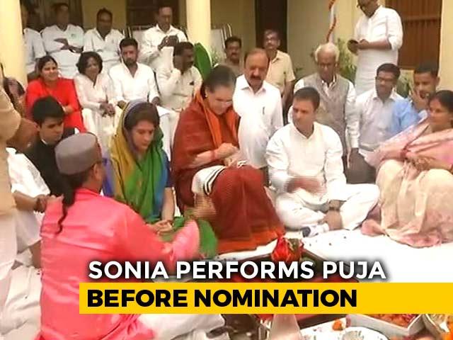 Video : Sonia Gandhi Performs <i>Havan</i> Before Filing Nomination From Raebareli