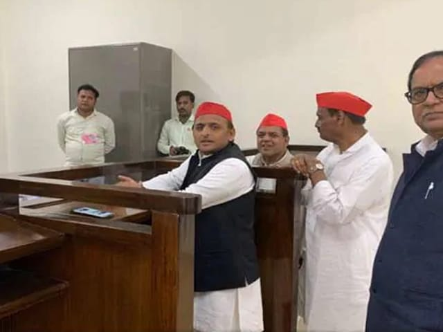 Video : அசாம்கர்: அகிலேஷ் யாதவ் - போஜ்புரி ஸ்டாருக்கும் இடையில் போட்டா போட்டி!