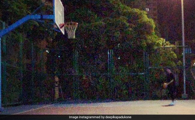 दीपिका पादुकोण ने इस अंदाज में बास्केट में डाली बॉल, बार-बार देखना चाहेंगे Video
