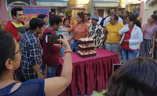 Taarak Mehta Ka Ooltah Chashmah ने पूरे किए 2700 एपिसोड, कलाकारों ने केक काटकर मनाया जश्न