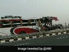 உத்தர பிரதேசத்தில் பஸ் – ட்ரக் மோதிய விபத்தில் 7 பேர் உயிரிழப்பு – 30 பேருக்கு காயம்
