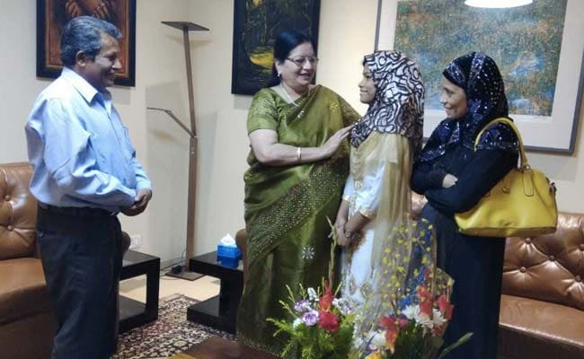 Jamia Vice Chancellor Meets Electrician's Daughter Selected For US Scholarship