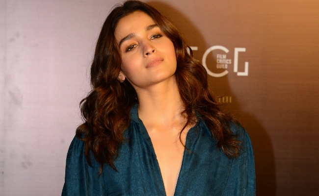 Alia Bhatt Takes A 'Stand' On Kangana Ranaut's Unflattering Comments