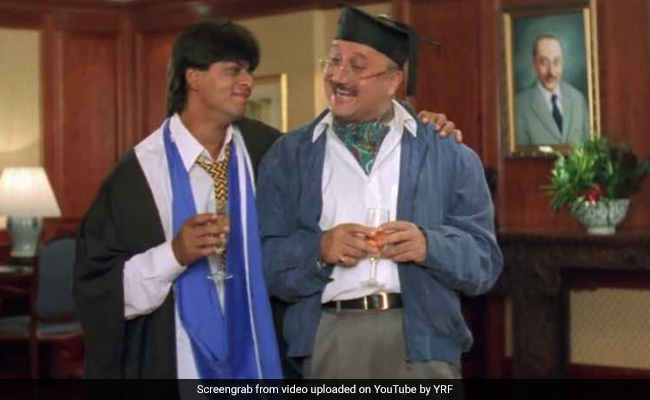 Shah Rukh Khan And Anupam Kher's Just-Like-That Chat Proves They're Still Raj And Pops From DDLJ