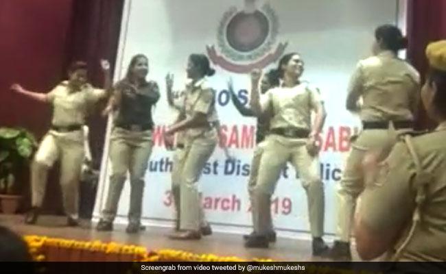 सपना चौधरी के गाने पर IPS अधिकारी ने किया डांस, जमकर नाचीं दिल्ली की महिला पुलिसकर्मी- देखें Video