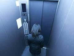 छह साल की बच्ची को लिफ्ट में ले जाकर अश्लील हरकतें कर रहा था शख्स, पिता ने सुनाई पूरी कहानी