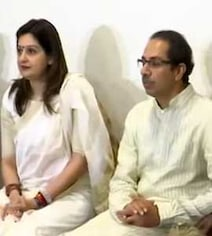 Awkward. Kyunki Priyanka Chaturvedi, Shiv Sena, Now Smriti Irani's Ally