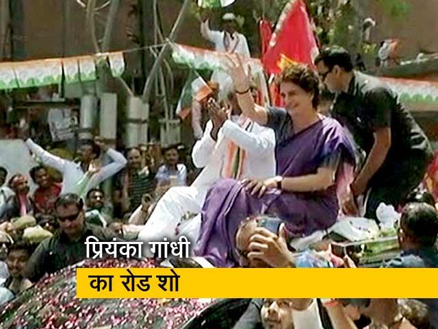 Videos : कांग्रेस महासचिव प्रियंका गांधी ने किया झांसी में रोड शो