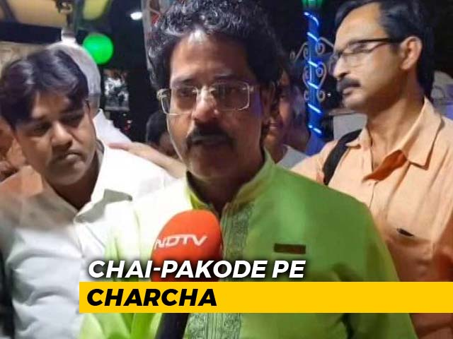 Video : Over <i>Chai</i> and <i>Pakoda</i>, Kolkata Talks Politics, Elections