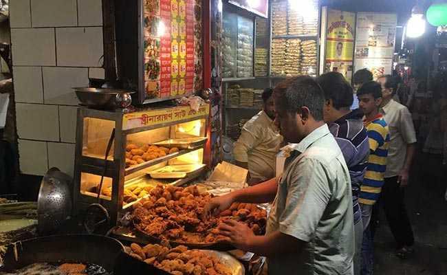 Over 'Chai And Pakodas', People In Kolkata Talk Politics, Jobs