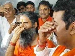 Lok Sabha Election 2019: Rajyavardhan Rathore Does <i>Pranayam</i> Before Nomination, Ramdev By His Side