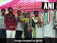 क्रिकेटर रवींद्र जडेजा की बहन नैना कांग्रेस में हुईं शामिल, पिछले महीने पत्नी ने थामा था BJP का दामन