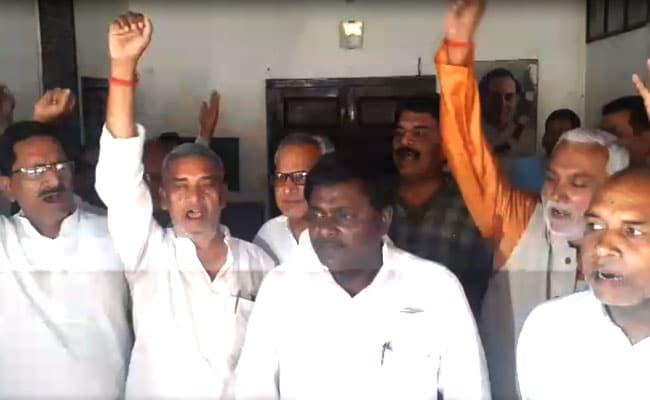 बिहार : कांग्रेस में प्रचार को लेकर बेरुखी, बैठक में विधायक रहे नदारद; जमकर हुई नारेबाजी