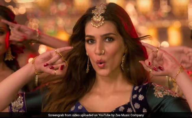 Kalank Song Aira Gaira, Featuring Kriti Sanon, Varun Dhawan And Aditya Roy Kapur Is Now Viral. Seen Yet?