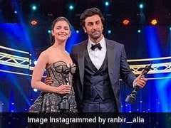Alia Bhatt's 'I Love You' To Ranbir Kapoor At Award Show Wasn't An 'Announcement'